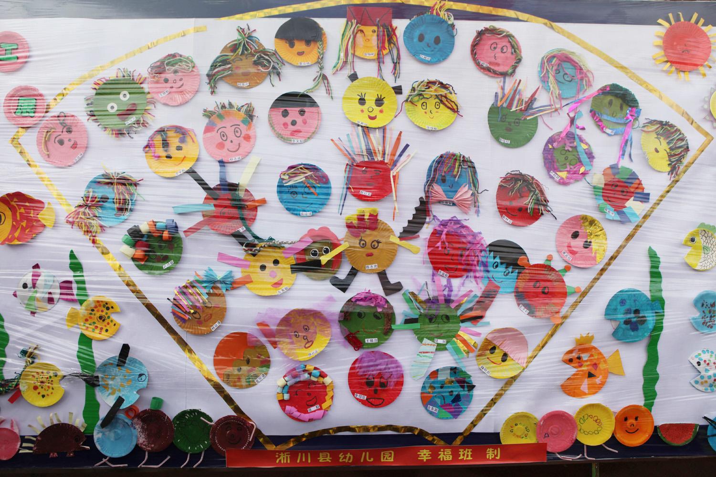 """——30日举办了""""幼儿美工绘画作品展""""和""""亲亲世界,欢乐亲子游戏活动"""".图片"""