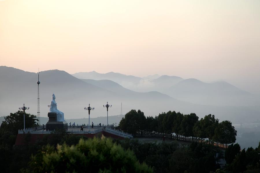 首页 县情 风景名胜       范蠡公园坐落于淅川县城东南牛尾山上,面积